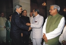 ATAL BIHARI VAJPAYEE, SALMAN KHURSHEED AND OHTERS  AT A IFTAR PARTY IN PRESIDENT HOUSE