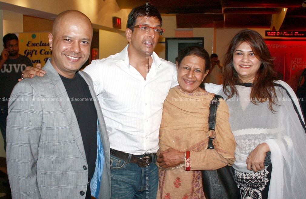 Buy Mumbai Celebrity Sightings Pictures, Images, Photos By Yogen