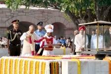 New Delhi  President Ram Nath Kovind pays tributes at the Samadhi of Mahatma Gandhi at Rajghat on Gandhi Jayanti   in New Delhi  on Oct 2  2018  Photo  IANS RB