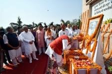 Patna  Bihar Governor Lalji Tandon pays tribute to Mahatma Gandhi on Gandhi Jayanti in Patna on Oct 2  2018 Also seen Delhi Chief Minister Nitish Kumar and Deputy Chief Minister Sushil Kumar Modi  Photo  IANS