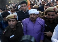 New Delhi  Delhi BJP chief Manoj Tiwari being taken away by police in New Delhi on Dec 19  2018 He was leading a party demonstration against Congress President Rahul Gandhi  who has been instrumental in mounting a scathing attack on the central gove