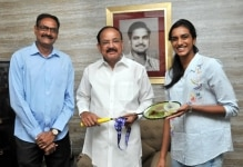 Hyderabad  Ace Badminton player PV Sindhu and her father P V Ramana call on Vice President M Venkaiah Naidu in Hyderabad  on Dec 24  2018  Photo  IANS PIB