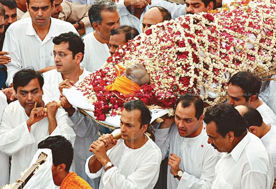 Buy Dhirubhais body to the crematorium gate on his last journey ...