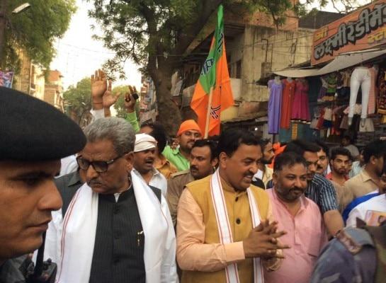 ओपी माथुर के साथ दयाशंकर सिंह