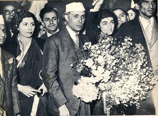 Nehru_At London with Vijay Lakshmi Pandit,Indira