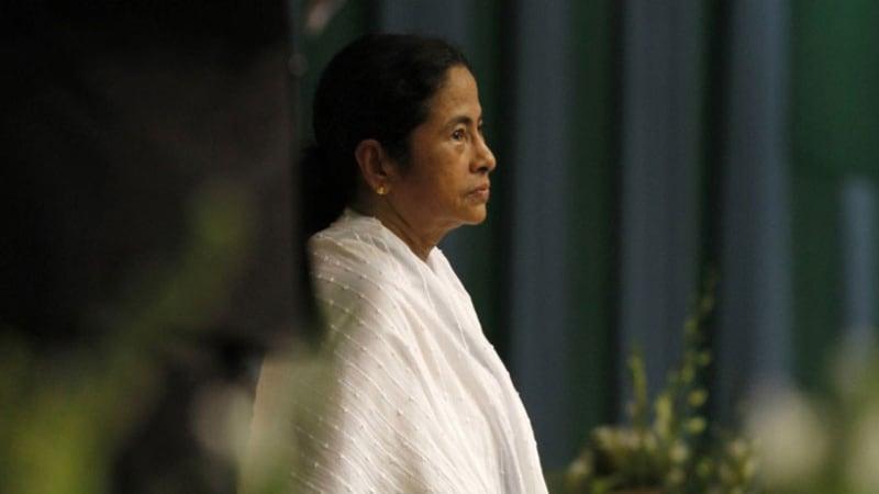 ममता बनर्जी ने झोले से इंसान की हड्डियां निकालकर प्रधानमंत्री की टेबल पर उलट दीं