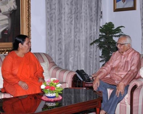 राम नाइक के साथ उमा भारती