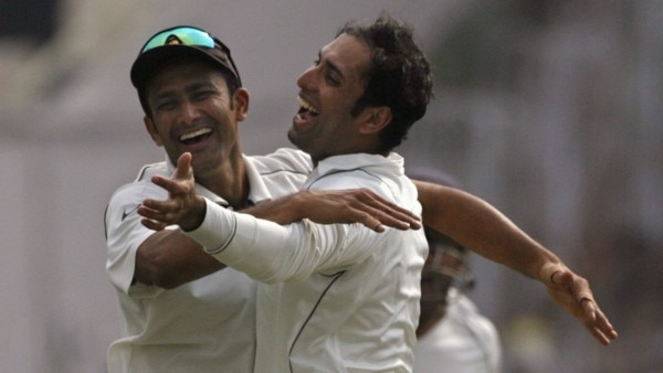 India's Kumble and Laxman celebrate the dismissal of Pakistan's Sami during their second test cricket match in Kolkata