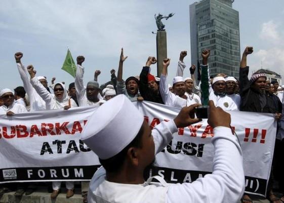 इंडोनेशिया में अहमदी लोगों के खिलाफ प्रदर्शन करते मुस्लिम. (Photo : Reuters)