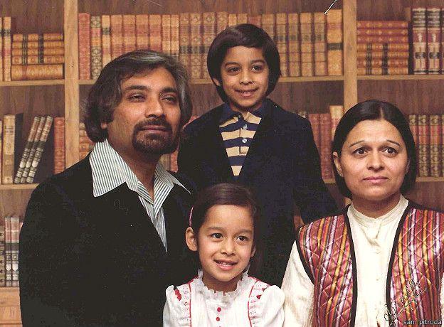परिवार के साथ सैम