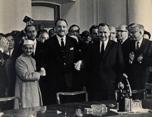 अयूब खान के साथ लाल बहादुर शास्त्री