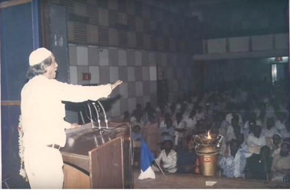 Haji-crowd-address