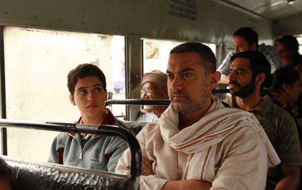 फिल्म दंगल के एक दृश्य में आमिर ख़ान और सान्या मल्होत्रा.