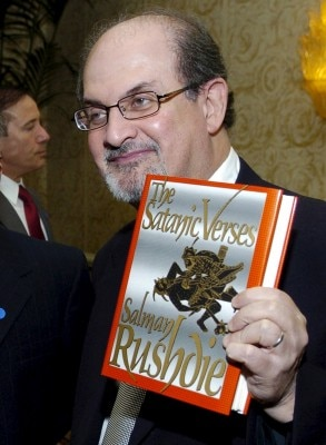 """Author Salman Rushdie (R) poses with his 1988 book """"The Satanic Verses"""" alongside fellow honoree Tashbih Sayyed before the American Jewish Conference's 30th Annual Dinner, """"Profiles in Courage: Voices of Muslim Reformers in the Modern World,"""" in Beverly Hills, California in this September 17, 2006 file photo. Iranian state-run media outlets in February 2016 have added $600,000 to a bounty for the killing of British author Rushdie imposed in 1989 over the publishing of his book """"The Satanic Verses"""". REUTERS/Chris Pizzello/Files TPX IMAGES OF THE DAY"""