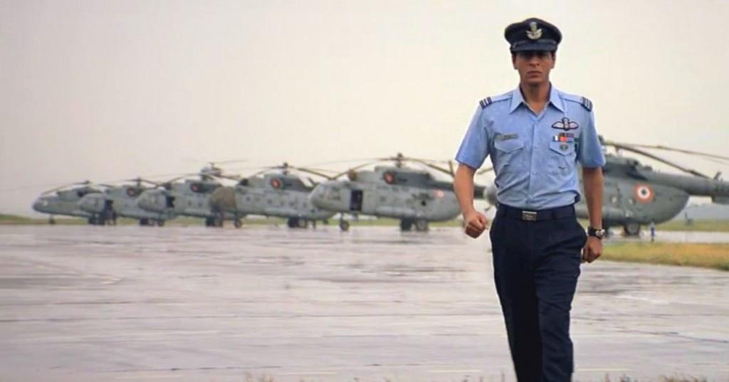 """फिल्म वीर ज़ारा में शाहरुख़. """"ऑपरेशन ख़ुकरी"""" में वे एयरफोर्स ऑफिसर बनेंगे या कमांडो ये अभी ज्ञात नहीं."""