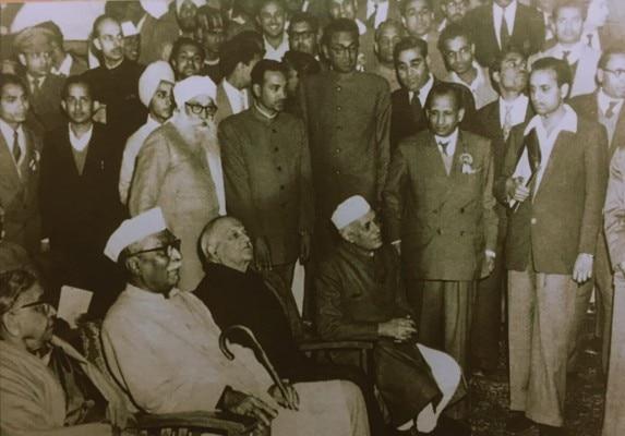 कभी टकराव रहने के बावजूद न राजेंद्र प्रसाद, न नेहरू ने आपसी सौजन्य में कोई कमी दिखाई. 1959 में IIPA के उद्घाटन पर साथशिरकत की.
