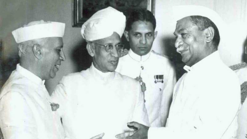महामहिम: राजेंद्र प्रसाद के दूसरी बार चुनाव लड़ने पर राधाकृष्णन ने क्या धमकी दी?