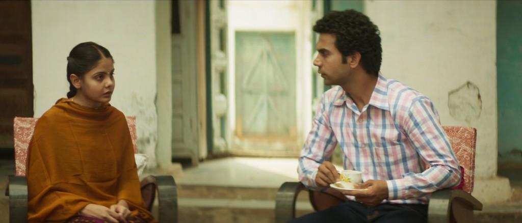 एक दृश्य में लड़की देखने पहुंचा राजकुमार राव का कैरेक्टर.