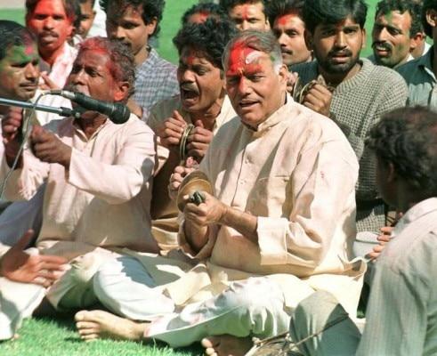 यशवंत सिन्हा राजनीति में पहले चंद्रशेखर और बाद में आडवानी के सहारे आगे बढ़ते रहे