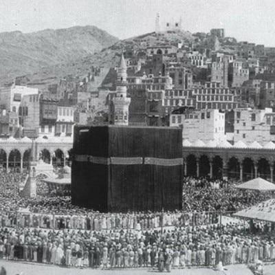 काबा मुसलमानों का सर्वोच्च धार्मिक स्थान है.