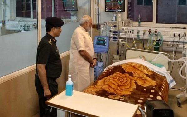 अर्जन सिंह के हॉस्पिटल में भर्ती होने के दौरान उनका हालचाल लेने पहुंचे प्रधानमंत्री नरेंद्र मोदी