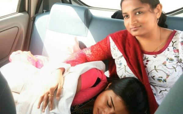 जिस रात सुशीला ने घर छोड़ा, डॉ भारती उसे अपनी गाड़ी में ले गईं. उस दौरान वो उनकी गोद में सो गई.