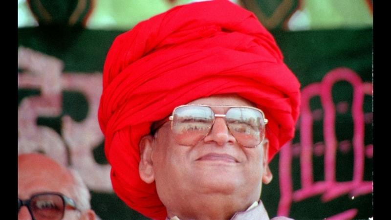 गुजरात का वो मुख्यमंत्री जो हर सियासी तूफ़ान में अपनी कुर्सी बचाने में कामयाब रहा