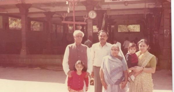 अपने परिवार के साथ घनश्याम ओझा