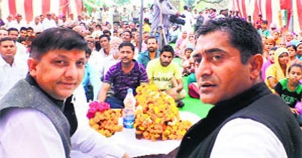 राजिंदर राणा (बाएं) और कांग्रेस नेता सतपाल सिंह रायजादा (दाएं)