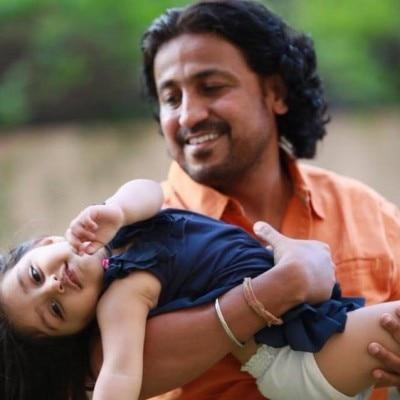 'पीहू' के डायरेक्टर विनोद कापड़ी फिल्म में पीहू का किरदार निभाने वाली बच्ची के साथ