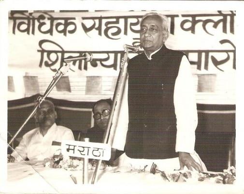 कृष्ण पाल सिंह उस समय गुजरात के राज्यपाल हुआ करते थे