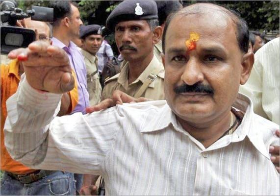 बजरंग दल के नेता बाबू बजरंगी को नरोदा पाटिया में दंगे भड़काने के आरोप में सज़ा हो चुकी है