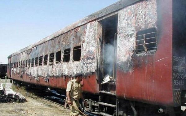 गोधरा में जली ट्रेन में कई कारसेवकों की मौत हुई थी. इसके बाद दंगा भड़का था