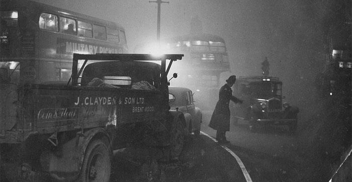 लंदन को गहरे और घने कोहरे की आदत थी. मगर 1952 के उस दिसंबर में लंदन के आसमान पर बस धुंध नहीं छाई थी. वो जहरीला स्मॉग था, जिसने हजारों लोगों की जान ली.