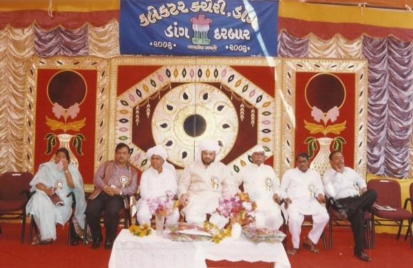 जब अमित शाह (मध्य) डांग दरबार में बतौर डांग के प्रभारी मंत्री शामिल हुए थे