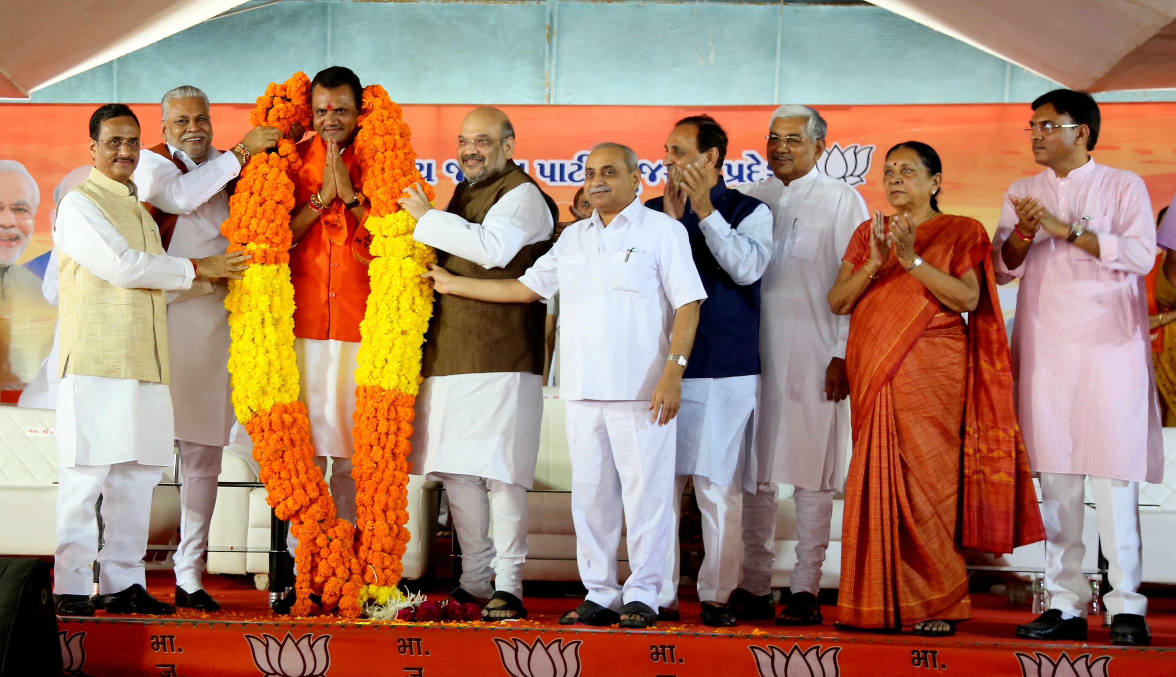 विजय रूपानी जब गुजरात के मुख्यमंत्री बन गए, तो जीतू बाघानी को गुजरात बीजेपी का अध्यक्ष बनाया गया था.