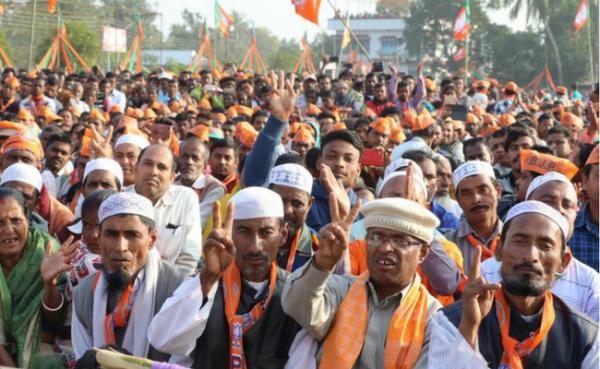 बीजेपी की रैली की भीड़ में शामिल कुछ मुस्लिम चेहरे
