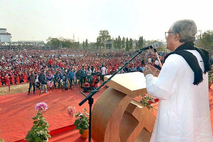 माणिक सरकार आज बड़े लोकप्रिय हैं. उनकी रैलियों में हज़ारों की भीड़ जुटती है. (फोटोःपीटीआई)