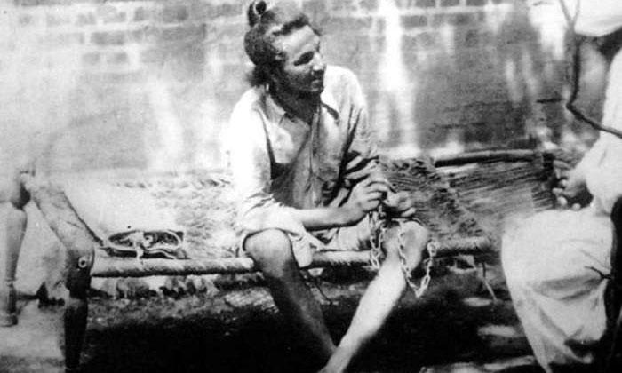 भगत सिंह और उनके साथी क्रांतिकारी थे. वो हिंसा के रास्ते ब्रिटिश हुकूमत को चुनौती दे रहे थे.
