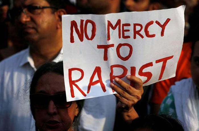 कठुआ गैंगरेप मर्डर के बाद देशभर में कई जगहों पर प्रदर्शन हुए. शोक सभाएं हुईं. कई शहरों में लोगों ने जुलूस निकाला.