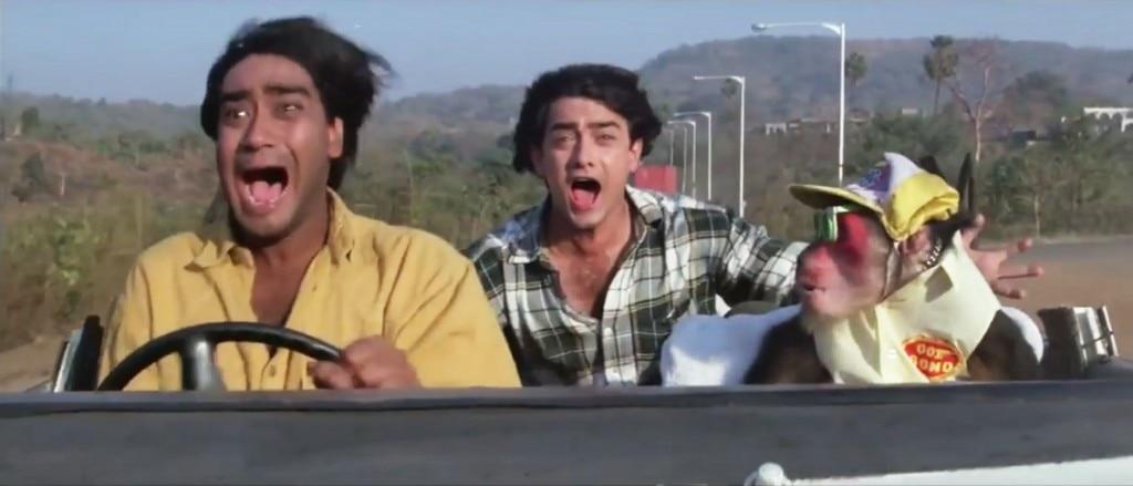 """फिल्म """"इश्क"""" का ये सीन नहीं भूले होंगे. अजय और आमिर के साथ इसमें नजर आ रहा है बॉन्ड 007 बंदर भी जो दो पहियों पर गाड़ी चला लेता है."""