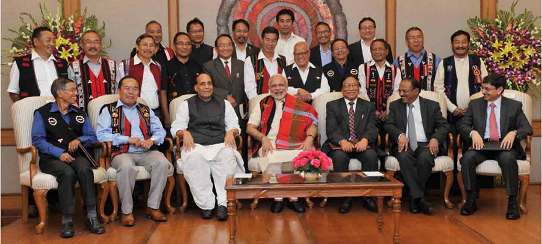 नागा गुटों के साथ फ्रेमवर्क ऑफ अंडरस्टैंडिंग पर दस्तखत के बाद प्रधानमंत्री मोदी. (फोटोःपीटीआई)