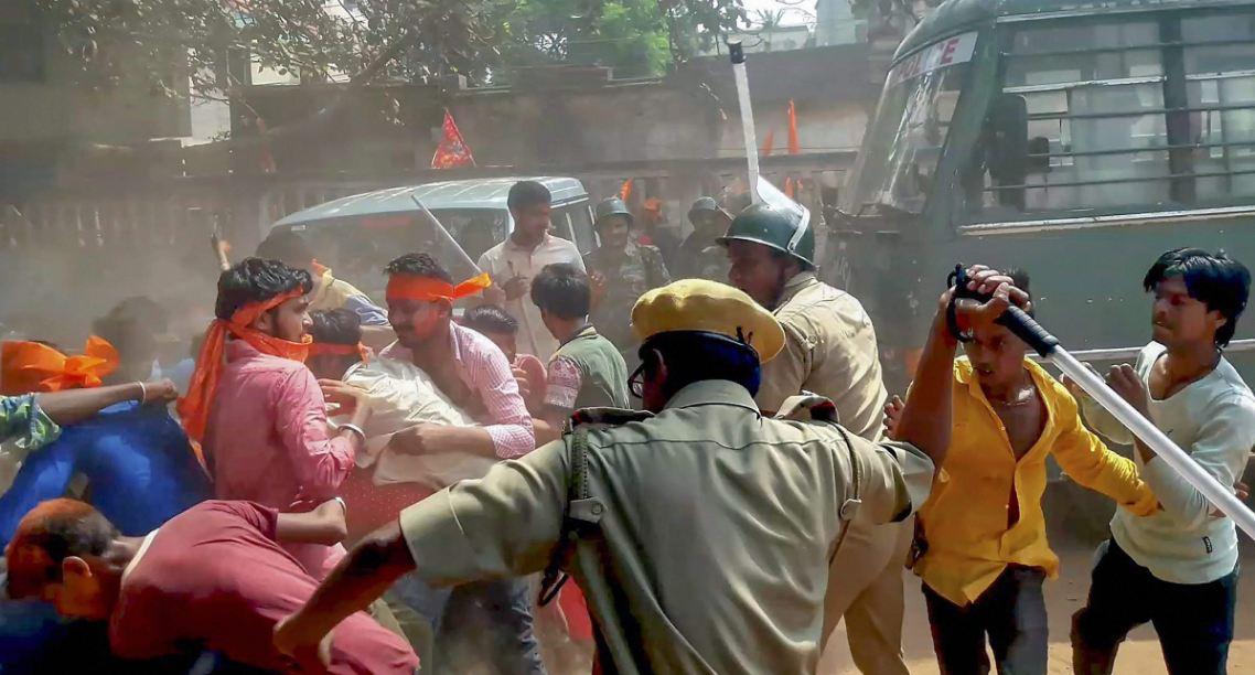 हिंसा भड़कने से पहले निकले जुलूसों में दक्षिणपंथी संगठनों की भागीदारी साफतौर पर देखी गई.