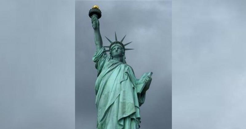 स्टेचू ऑफ़ लिबर्टी - बहुत संभावना है कि जब भी कभी सपनों के देश अमेरिका जाओगे तो सबसे पहले यही दृश्य दिखेगा.