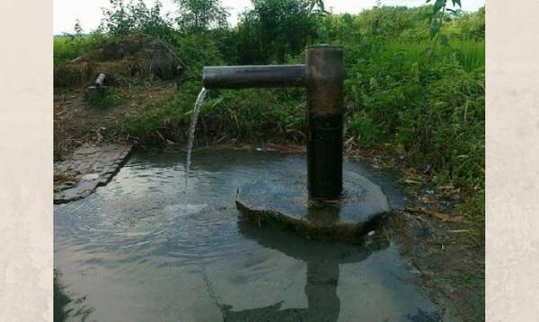 बोरिंग का पानी (इमरमेश द्वारा खींची फोटो जो मूलतः पैनोरामियो में पब्लिश हुई थी. )
