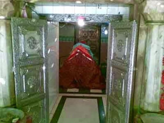 दरगाह के अंदर की एक तस्वीर