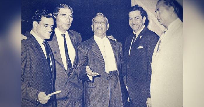एक बॉलीवुड फंक्शन के दौरान डायरेक्टर के.आसिफ, बी.आर.चोपड़ा, महबूब खान (हाथ आगे किए हुए) और राज कपूर.