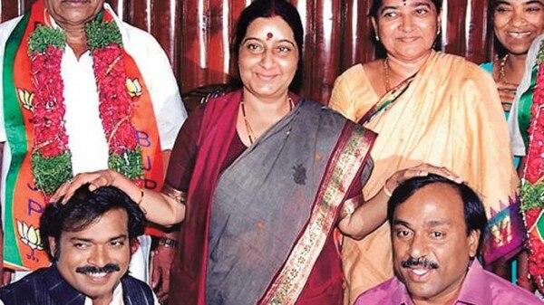 सुषमा स्वराज के साथ रेड्डी बंधु