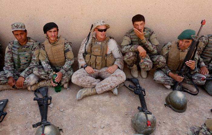 अमेरिका की तमाम जिम्मेदारियों में एक जिम्मेदारी अफगान सैनिकों को प्रशिक्षित करने की भी है (फोटो: रॉयटर्स)