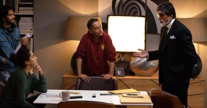 'बदला' की लेटेस्ट शूटिंग फोटो. अमिताभ, डायरेक्टर सुजॉय घोष और तापसी चर्चा करते हुए. (फोटोः रेड चिलीज़ एंटरटेनमेंट)
